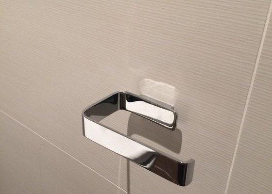 Přivrtání háčků v koupelně