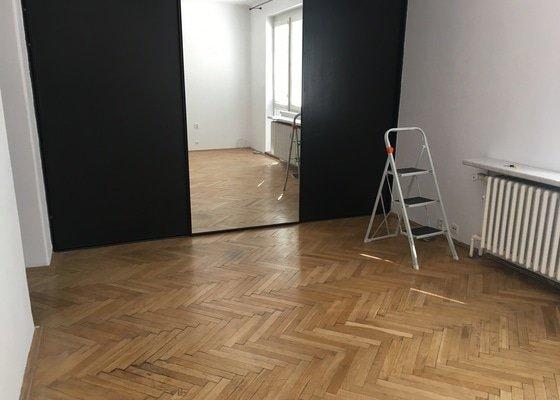 Odstranění parket a pokládka laminátové podlahy (22 m2)