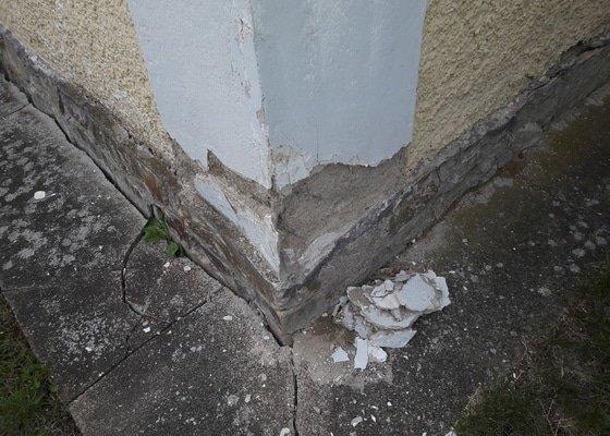 Oprava fasády cca 40x40cm odpadlá omítka