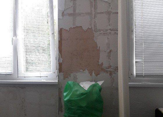 Štukování (resp. stěrkování) zdi (panel)