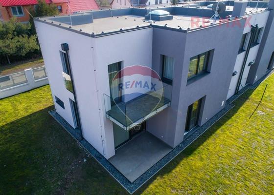 Pokládka dlažby terasy (21m2) a balkonu (6m2)