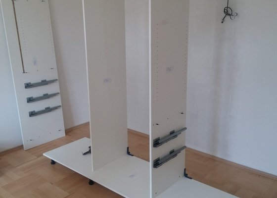 Zasuvna šatní skříň na zakázku