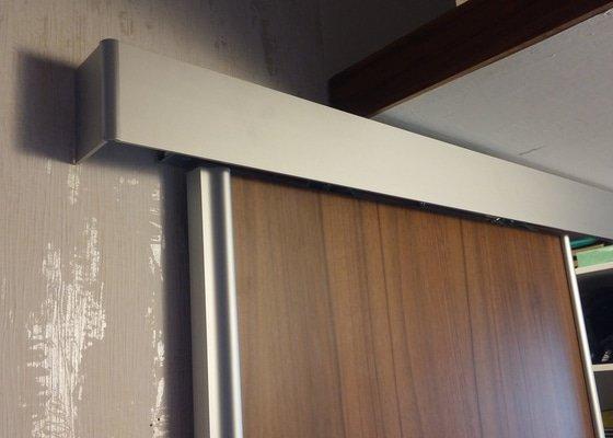 Regál do spíže 90x260 cm + Posuvné 2-dveře do šatny 121x205 cm