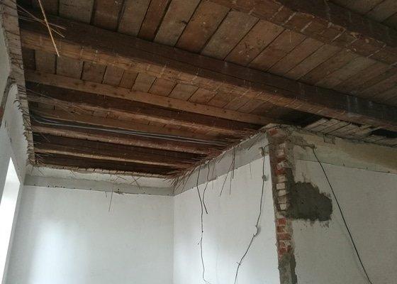 Opracování stropních trámů