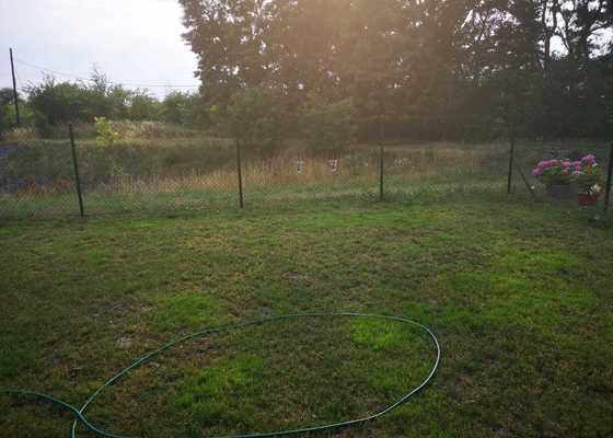 Postavení a realizace zahradní branky a napnutí plotu