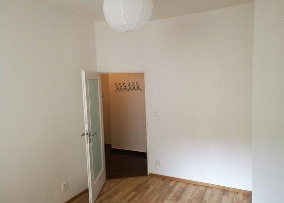 Výmalba 3kk (+chodba, koupelna a wc) včetně vyspravení omítek a zakrytí nábytku