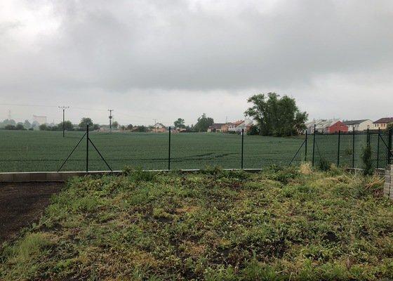 Pletivový plot s podhrabovkou 23m + další plotové úpravy