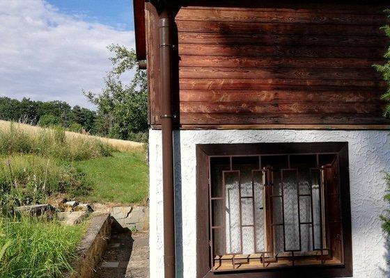 Rekonstrukce střechy verandy chaty + výměna okapů za nové