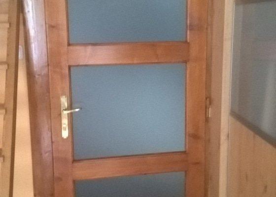 Repase dveří, oprava podlahy, malířské práce