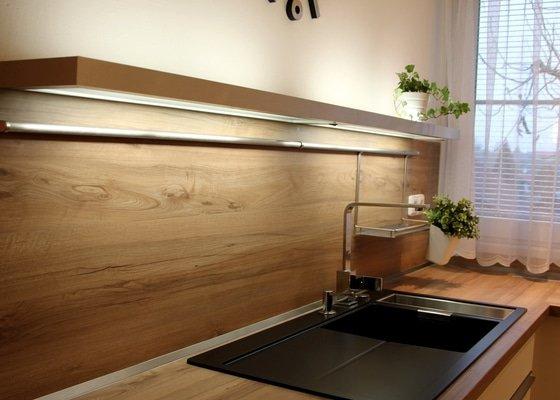 Kuchyňská linka a obývák