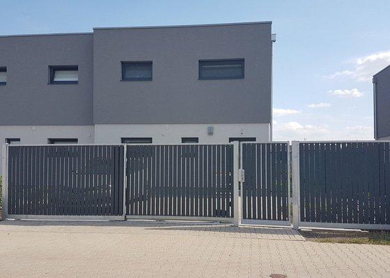 Teleskopická pojezdová brána 5.8m + branka 1m + plot 2.3m