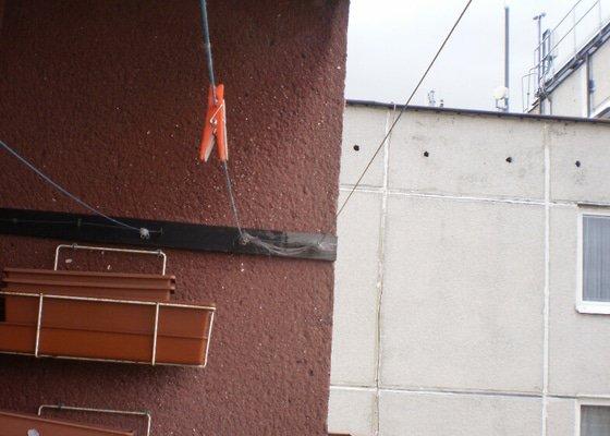 Montáž ochranné sítě pro kočky na lodžii.