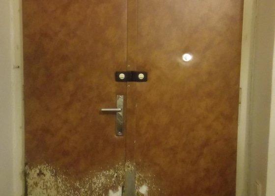 Očalounit vchodové dveře do bytu