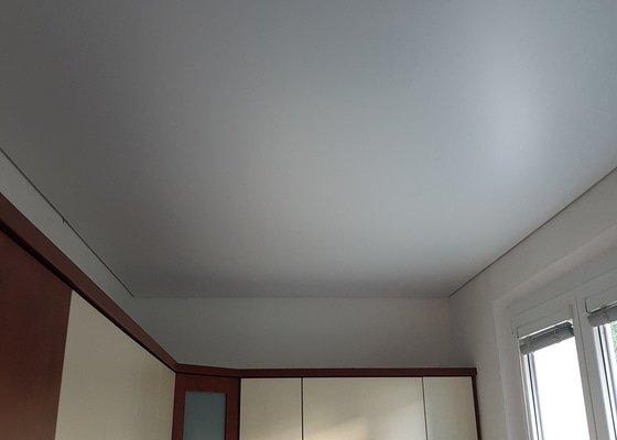 Napínané stropy v celém bytě a rekonstrukce elektroinstalace