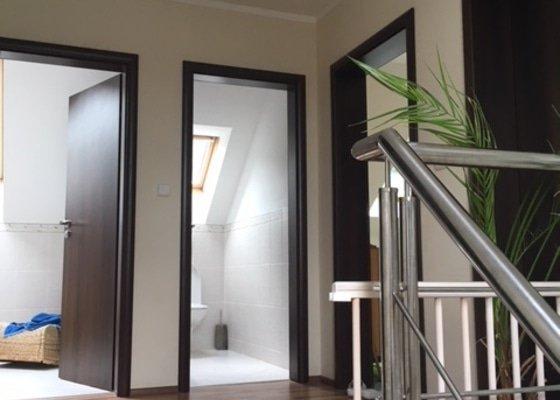 Výmalba obýváku, haly a schodů
