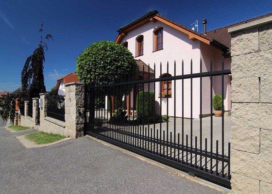 Kovový plot- brána, branka, plotové výplně