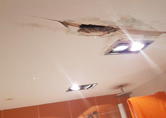 Sádrokartonový strop + oprava po zatečení