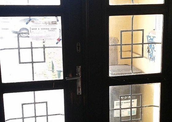 Repase 90 let starých vstupních dveří do domu