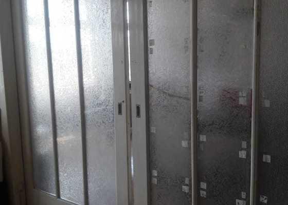 Oprava a přelakování interiérových dveří a oken