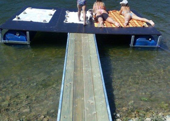 Vyrobit plovoucí můstek na vodu