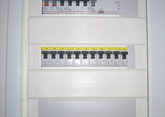 Elektrikářské práce - příprava pro instalaci kuchyně, 9ks zásuvek, 1ks vypínač