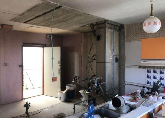 Vyříznutí otvoru v panelové příčce cca 4m2, rekonstrukce koupelny