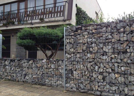 Přestavba plotu na klíč