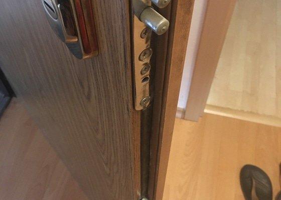 Oprava nebo výměna vložky bezpečnostních vchodových dveří