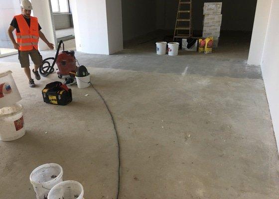 Stěrkování a pokládka vinylové podlahy
