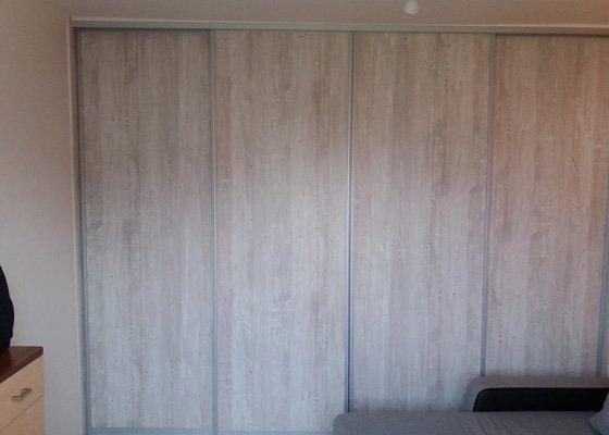 Posuvná dělící stěna