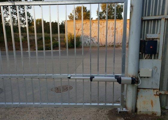Oprava vrat v objektu SŽDC