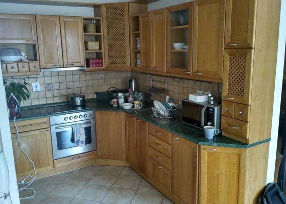 Výměna kuchyňské pracovní desky a instalace drezu, mycky