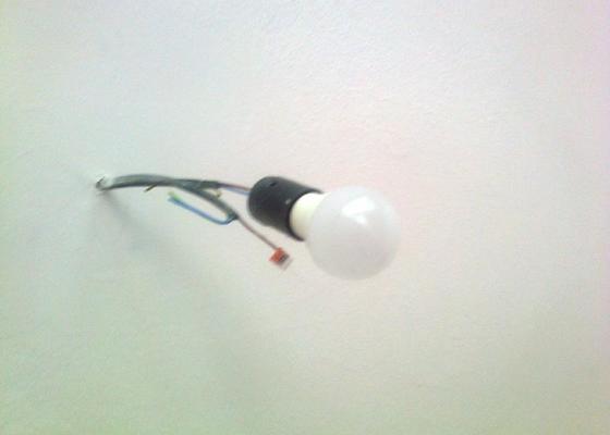 Přidat do pokoje druhé stropní svítidlo
