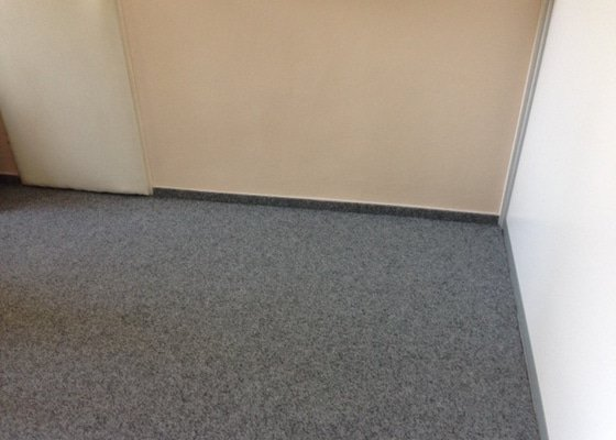 Výměna koberce v kancelářích