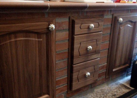 Výroba nábytku z masivu.