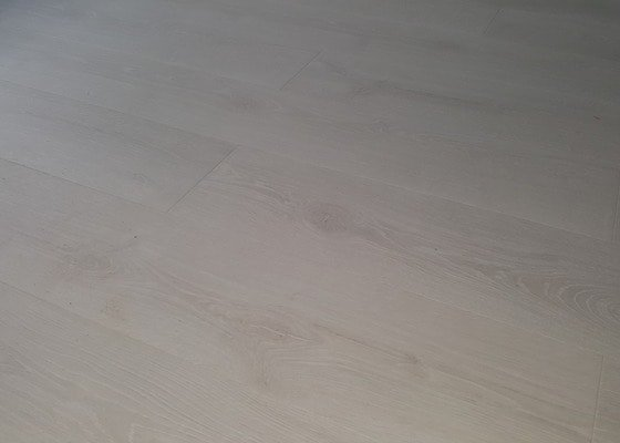 Vyrovnání podkladu + pokládka laminátové podlahy