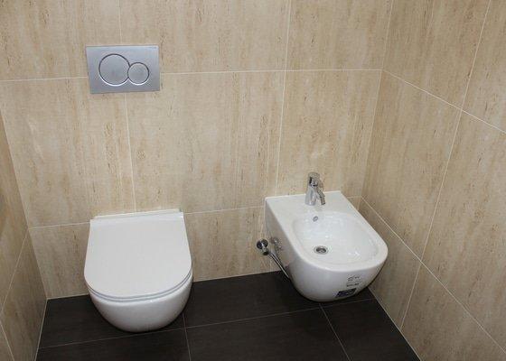 Rekonstrukce toalet v kancelářské budově v centru Prahy