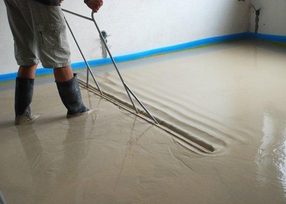 Lité podlahy s podlahovým topení