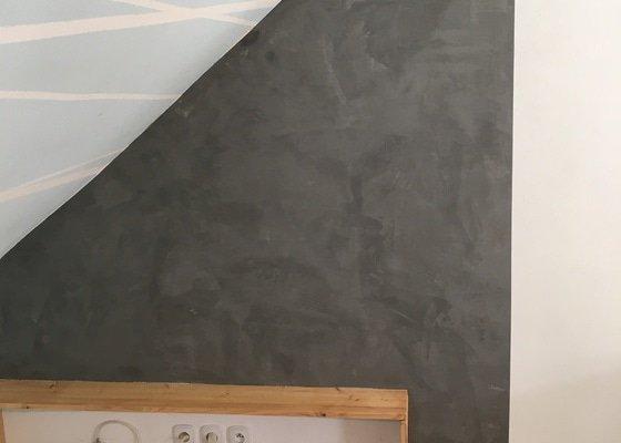 Betonová stěrka za kuchyňskou linku