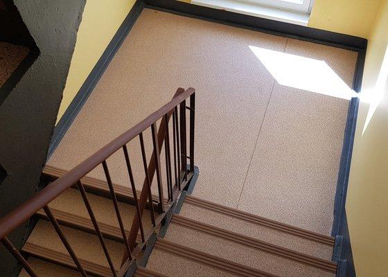 Rekonstrukce podlah - výměna lina - velké množství