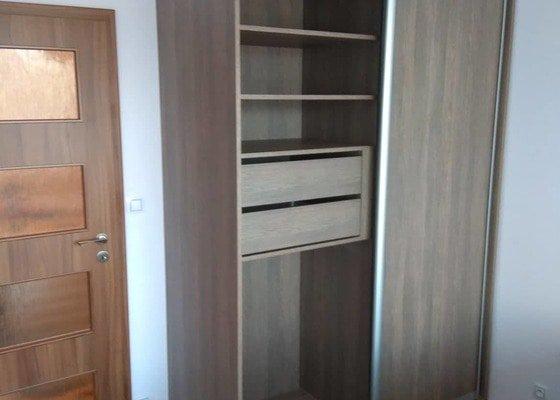 Vestavné skříně (3 kusy)