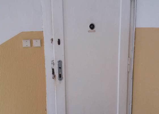 Dveře do bytu a další menší opravy
