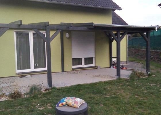 Samonosná pergola a částečné zastřešení terasy u dřevostavby