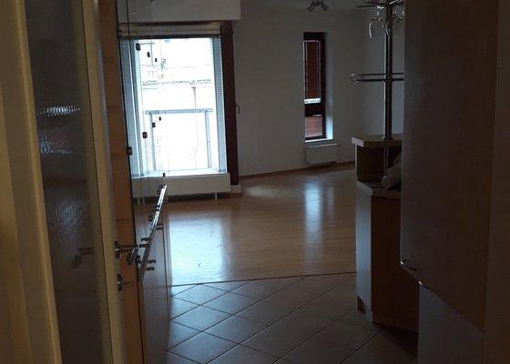 Zbroušení dřevěné podlahy cca 26-30m2