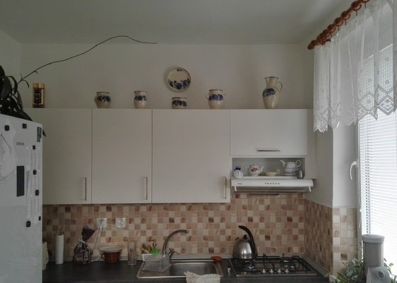 Vymalování obývacího pokoje spojeného s kuchyní