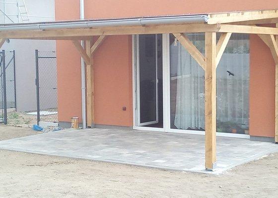Stavba dřevěného zahradního přístřešku