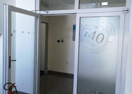 Natřít cca 15 dveřních futer
