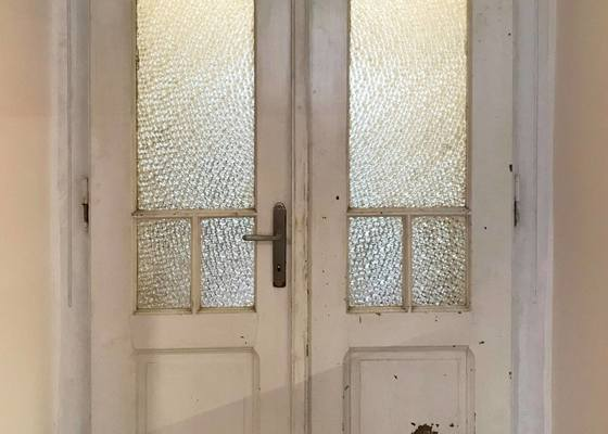 Renovace 5 dveří (broušení, tmelení, barvení)