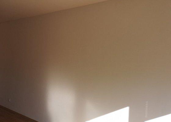 Oprava prasklin v omítce, malování, úklid bytu