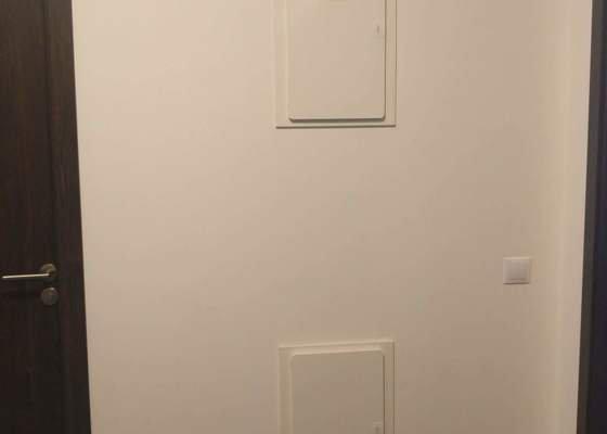 Výroba nábytku do obývacího pokoje a chodby